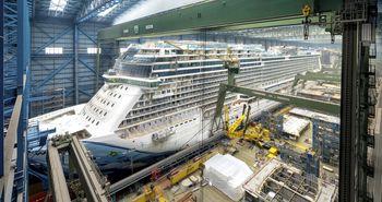 Kreuzfahrtschiff Norwegian Bliss im Trockendock der Meyer Werft