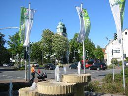Hövelhof – Ortsansicht mit Fahnenschmuck