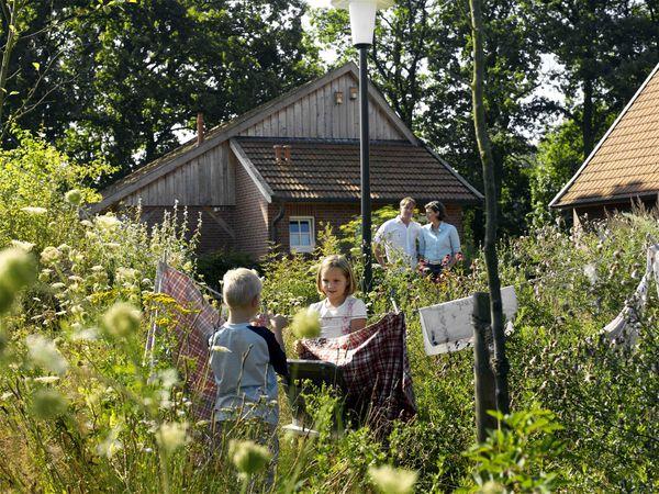 Familie im Heilkräutergarten Emsbüren