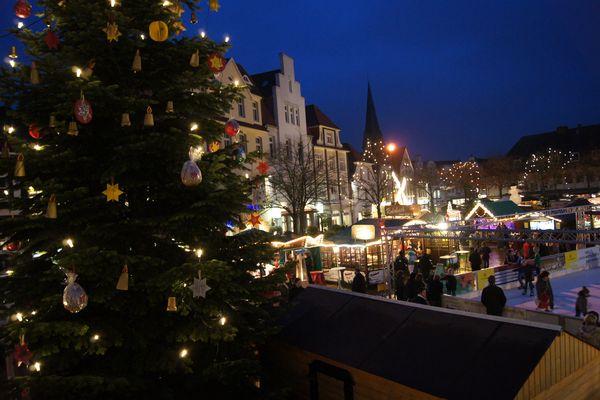 Blick auf Weihnachtsmarkt in Lingen