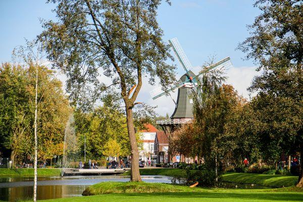Stadtpark Papenburg mit Blick auf Meyers Mühle