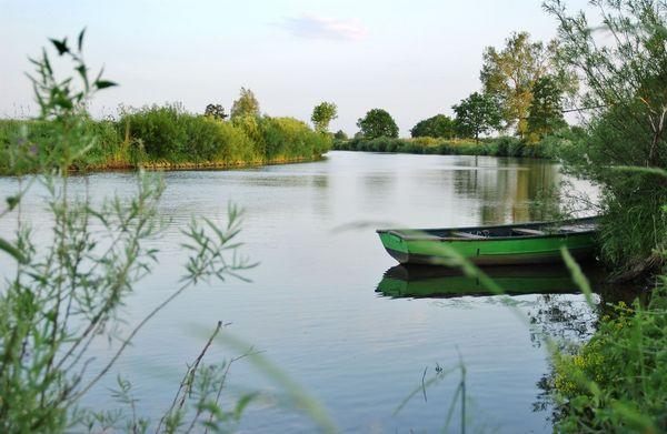 Angeln im Emsland – Boot am Ufer der Ems