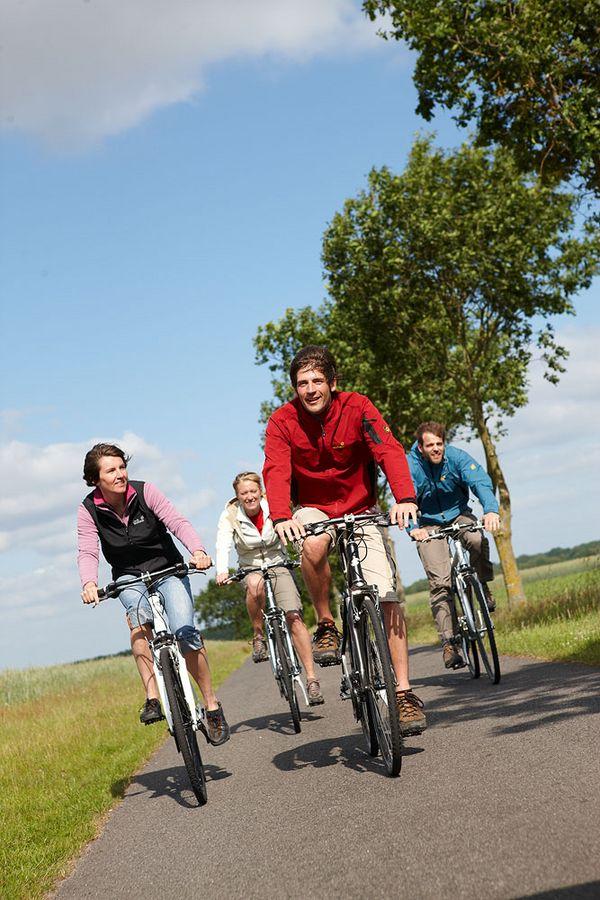 Radfahrer unterwegs im Emsland