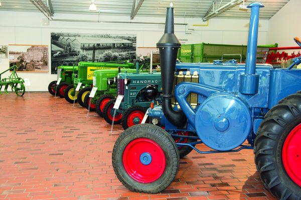 KRONE Museum - Landmaschinen in der Ausstellungshalle