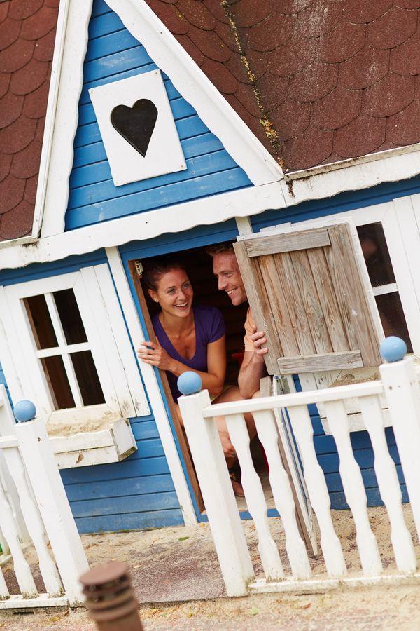 Idylle Borchers in Esterwegen – Besucher im Minihaus im Park
