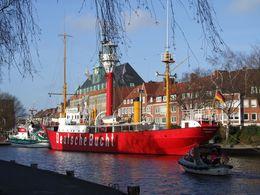 Am Ratsdelft in Emden – Blick auf Museums-Feuerschiff Deutsche Bucht