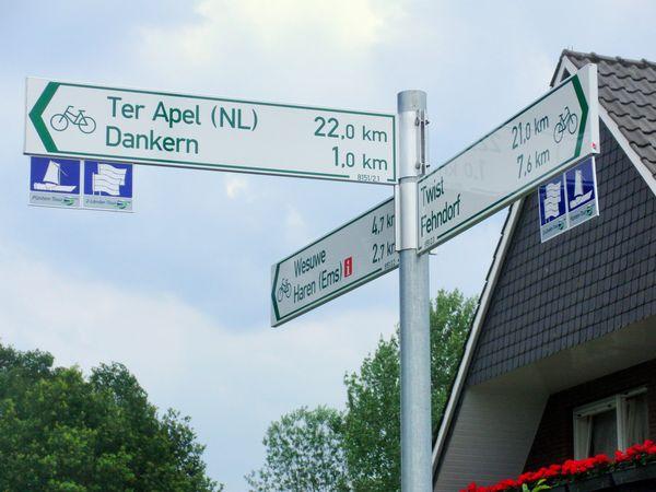 Schilderbaum Radwegeleitsystem Emsland – Wegweiser im Naturpark Moor-Veenland