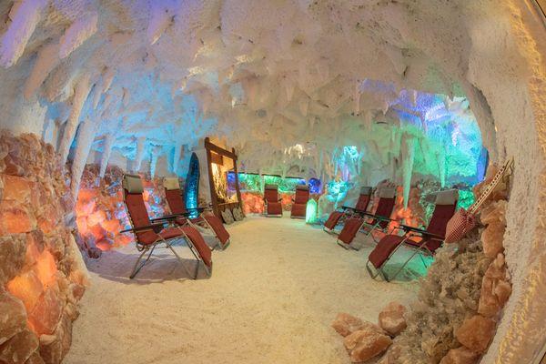 Lotos Salzgrotte in Emen – Blick in die Grotte