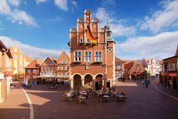Marktplatz Meppen mit Blick auf Historisches Rathaus