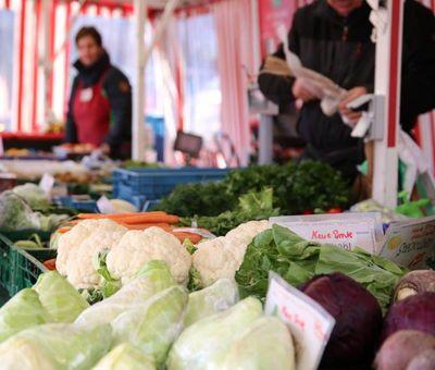 Wochenmarkt in Haren - Blick auf Marktstand