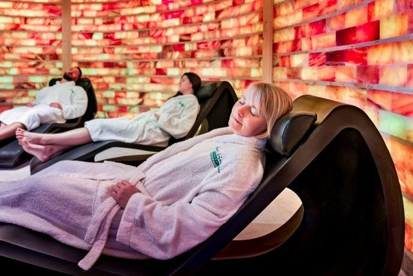 Linus Lingen Wasserwelten – Saunagäste entspannen im Solehaus