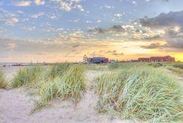 Blick vom Strand auf das Haus des Gastes in Norddeich