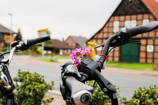 Nahaufnahme Fahrradlenker beim ''Anradeln im Emsland''