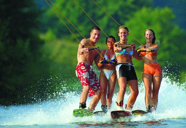 Wakeboarder-Gruppe auf dem Heeder See