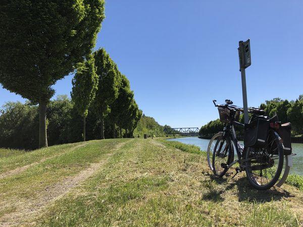 Blick auf Fahrräder am Dortmund-Ems-Kanal in Dortmund